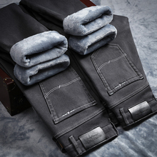 Zimowe jeansy dla mężczyzn ciepłe męskie Pantalones Pitillos Hombre Jean Homme męskie ubrania szare klasyczne znane marki Jing Stretch