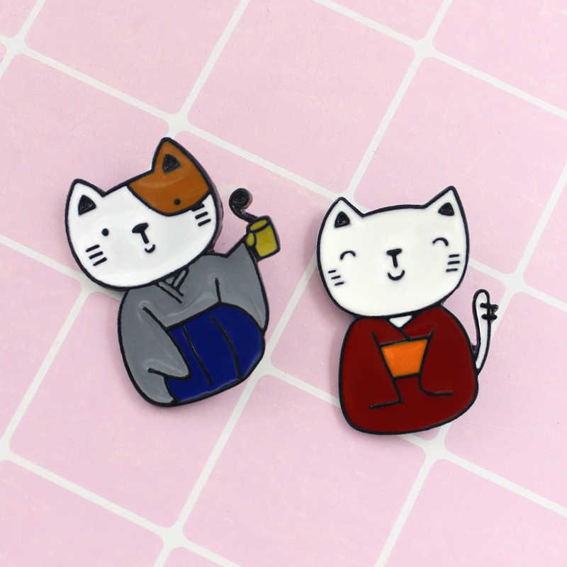 2019 만화 일본 기모노 고양이 브로치 귀여운 블루 레드 고양이 미스터와 미스 애호가 동물 에나멜 핀 배지 모자 코트 쥬얼리 키즈 선물