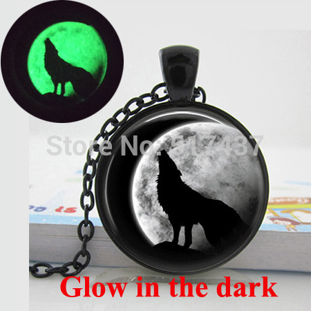 Glowing Necklace Pendant Wolf Necklace for men/women, Glow in the DARK, art photo Wolf Moon Jewelry