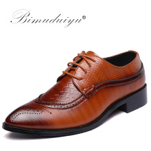 BIMUDUIYU Bullock Men Lace Up Herr Formell Klänning Office Bröllopskor Fritidshus Män Pointed Toe Oxford Man Casual Shoes