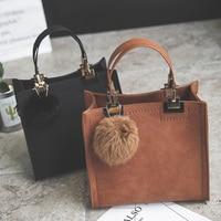 Free shipping, 2018 new woman handbags, fashion messenger bag, retro Korean version women bag, trend hairball ornaments flap.