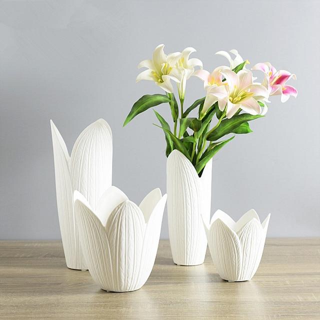 Creative White Ceramic Vase Petals Shaped Porcelain Vase For Wedding