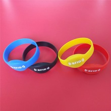 125KHZ EM4305 Rewritable RFID Bracelet Silicone Wristband Copy In Access Control Card