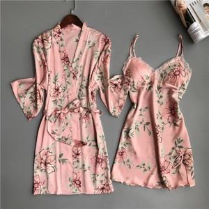 Image 3 - Zwei Stück frauen Pyjamas Silk Kleid Und Robe Kleid Set Floral Bademantel Dessous Femme Sexy Nachthemd Kimono Nachtwäsche Hause anzug