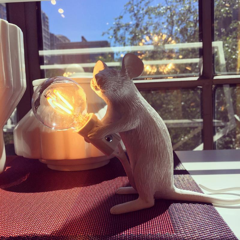 Здесь можно купить  REBLE Creative Design Resin Mouse Lamp Table Decoration For Bedroom Bar White AC 90-265V led lights decoration  Свет и освещение