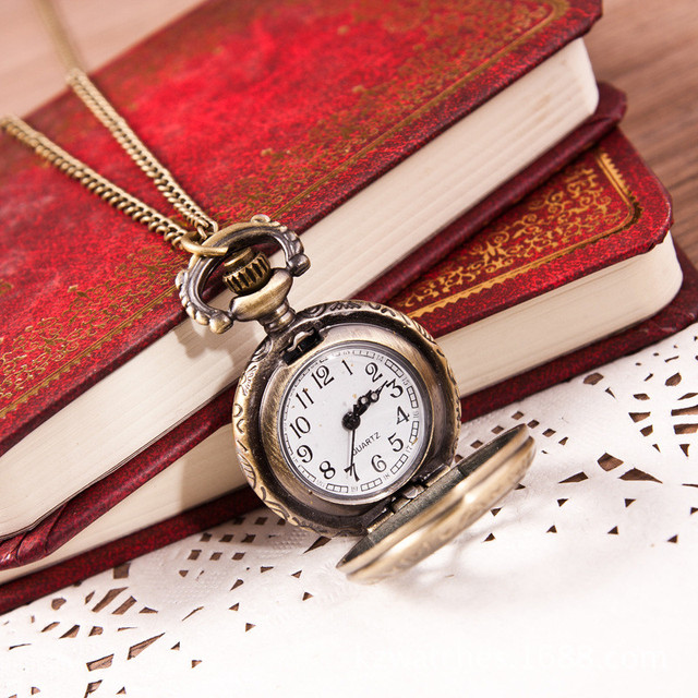 #2018Hot Fashion Vintage Retro Bronze Quartz Pocket Watch Pendant Chain Necklace DROPSHIPPING New Arrival Freeshipping Hot Sales