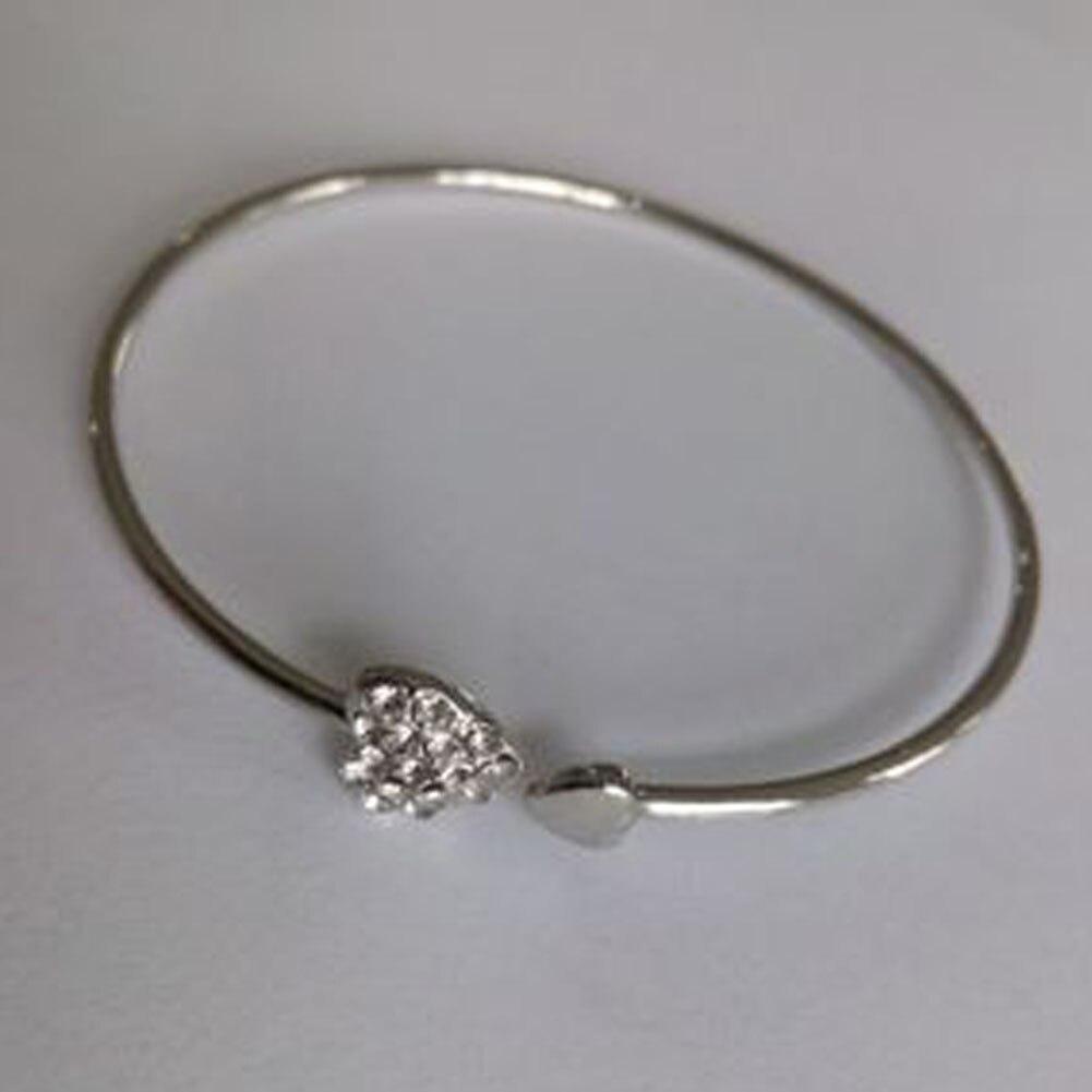 609dc951bb84 Al por mayor nuevo diseño ajustable Apertura de brazaletes para la boda del  partido único lindo CZ RHINESTONES corazón Pulsera de moda de lujo