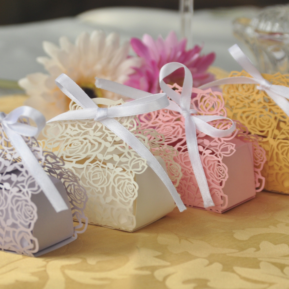 Wedding Party Favor Ideas: 60Pcs/set Rose Laser Cut Hollow Carriage Favors Boxes