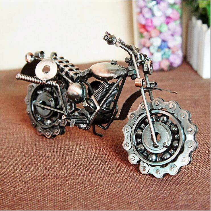 Creative retro iron simulation For Harley motorcycle model Bronze metal bearing chain Locomotive Decoration
