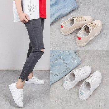 81ca16224 Белая обувь; женская обувь; белые кожаные кроссовки на плоской подошве;  коллекция 2019 года; сезон весна-лето; женская повседневная спортивная.