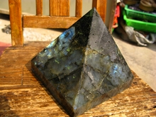 RAINBOW  NATURAL PRETTY  LABRADORITE CRYSTAL PYRAMID HEALING 2700g