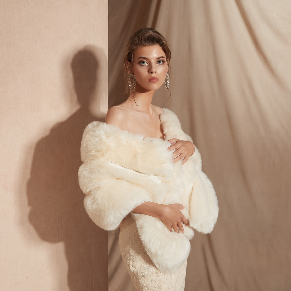 Купить с кэшбэком Ivory Wedding Cape Faux Fur High Quality Bridal Bolero 2020 Warm Winter Jacket Women Shrug Fur Shawl Coat 100% Real Photos