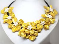 FREE SHIPPING>>@> N1689 beauty Yellow mother of pearl shell handmade 7 flower necklace 18 fashion jewel new new NEW