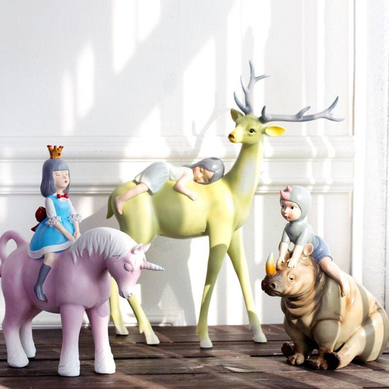 Petite fille portant une couronne équitation un cheval licorne rose chassant les rêves décor à la maison accessoires Figurine salon résine cadeau