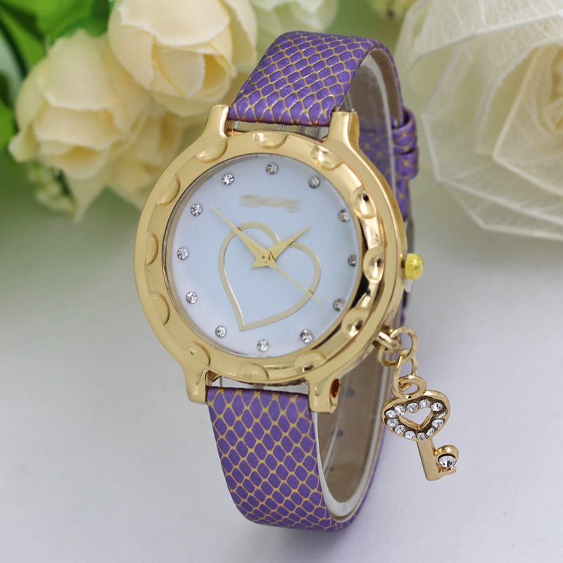 quartz watch 2018 new style gold watchcase artificial diamond key pendant accessories fashion women watches Student wristwatch