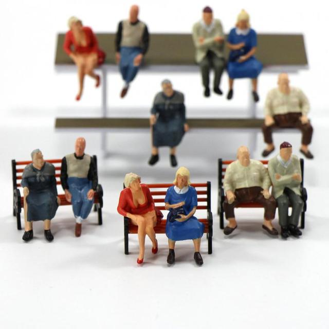 P4804 24 pcs All Seated Figures O scale 1:48 Painted People Model Railway NEW 4
