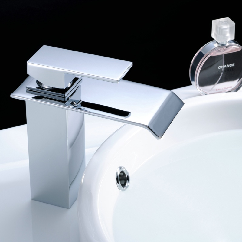 FLG Waterfall Basin faucets Single Handle Hot and Cold Water Bathroom faucet Deck Mounted Chrome Brass Sink Tap 770-11C