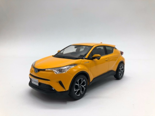 1 30 diecast model for toyota c hr 2017 yellow suv alloy toy car miniature collection gifts chr. Black Bedroom Furniture Sets. Home Design Ideas