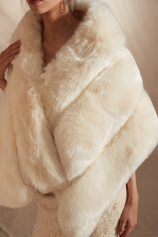 Купить с кэшбэком luxurious Ivory Bolero Women Faux Fur Stoles 2020 New High Quality Warm Bolero Coat Bridal Capes Winter Wedding Jacket In Stock