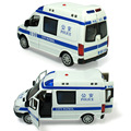 Aleación de coche de policía 110 ambulancias 120 tire hacia atrás intermitente music boy toys toys 1:32 modelo de coche para niños de regalo colección