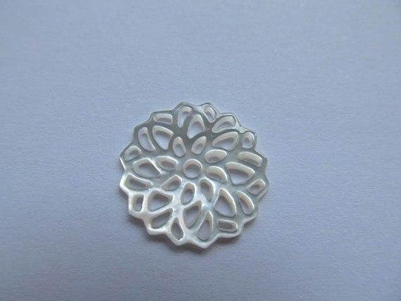 Livraison gratuite-50 pcs 18mm fait à la main fleur sculpté vadrouille coquille nacre rond sculpté blanc rouge violet bijoux perle