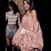 2018 г. модные тонкие с открытыми плечами праздник Фонари рукавами Для женщин Элегантный Цветочный принт Лен Slash шеи Мини платье
