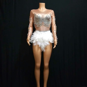 Image 4 - Köpüklü kristaller tulum gece kulübü parti elbise kadınlar seksi ten rengi Bodysuit beyaz tüy taklidi elbise dans kostüm