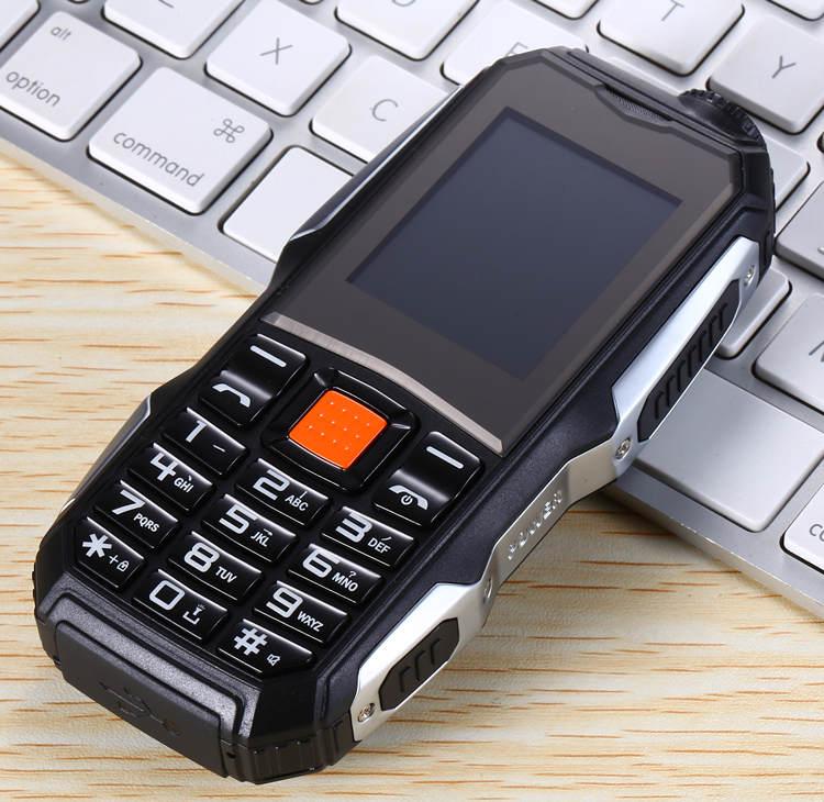 1,7 дюймов дешевые прочные мобильные телефоны с двумя sim-картами Китай GSM FM радио фонарь кнопочный мобильный телефон русская клавиатура Сотовые телефоны S8 - Цвет: Черный