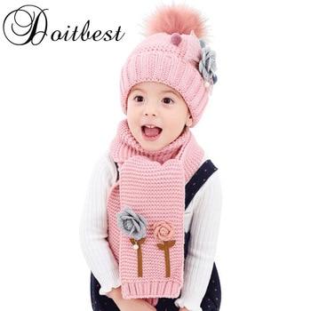 3b5bb8a3bcc Conjunto de gorros de lana de terciopelo para niños de 2017 flores hailball  conjunto de sombreros de piel de punto de Invierno 2 piezas para bebé niña  edad ...