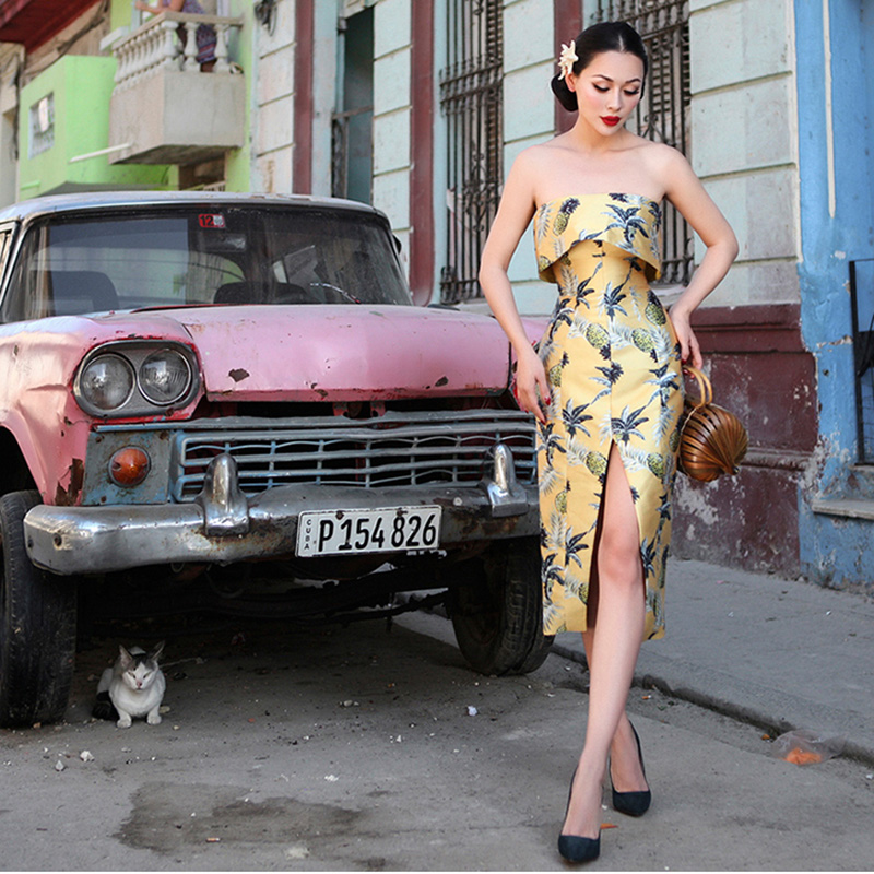 Le Palais Vindima Abacaxi Pintura Impresso Strapless Vestido Magro High Rise Side Slits Sarja Tecido de Cetim Drapeado 2019 Verão