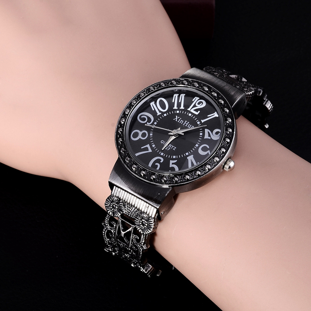 2018 New Hot Sell Xinhua Fashion Calm Black Bracelet Watches Women Rhinestone Cr