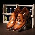 Homens De Couro Do Dedo Do Pé Pontudo Borla Mocassim Esculpida Brogue Oxford Sapatos de Casamento Vestido de Negócios