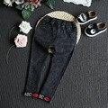 2016 осенью новый мальчики и девочки личности вс-спички детям джинсы повседневные брюки вышитые красные губы бесплатная доставка