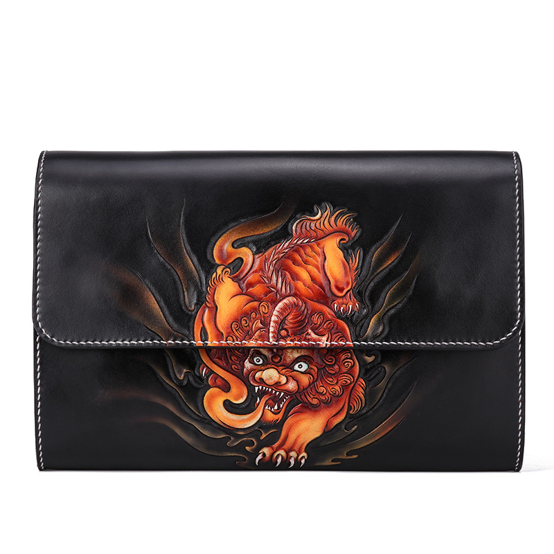Handmade Men Vegetable Tanned Leather Carving Brave Troops Bag Money Holder Clutch Purse Cigarette Pocket Man Clutches EnvelopeHandmade Men Vegetable Tanned Leather Carving Brave Troops Bag Money Holder Clutch Purse Cigarette Pocket Man Clutches Envelope