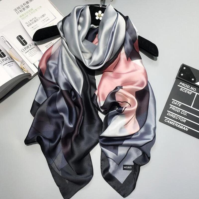 2018 lyx märke Kvinnor Silk scarf Beach Sjal och Echarpe Lyxig Wrap Designer halsdukar Plus Storlek kvinnlig strand stal bandana