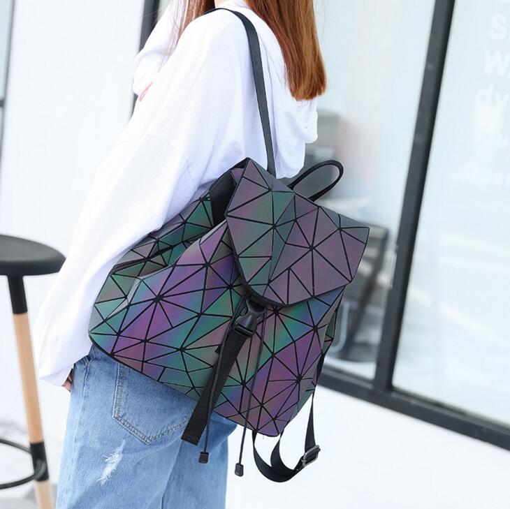 Maelove Noctilucentes Luminosa mochila 2018 mochila Nova das mulheres Saco Estudante geometria das lattic holograma Backpack Frete Grátis