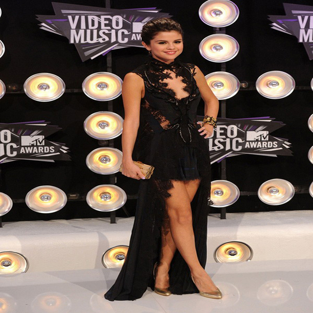 Selena Gomez Mtv Video Music Awards Vestido de Encaje Negro Celebrity Dresses Cuello alto Hi-lo Gasa traje de Noche