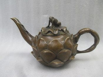 7.48 inch / Chinese manual sculpture to collect old copper lotus frog teapot