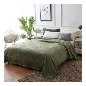 Image 2 - 300GSM لينة الدافئة تنقش الفانيلا البطانيات ل سرير الصلبة الصيف رمي الشتاء المفرش المرجانية الصوف منقوشة البطانيات