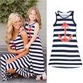 2016 лето мама + девочка семья установлены флот стиль рукавов свободного покроя юбка лодыжки голубой полосатый мать и дочь платье