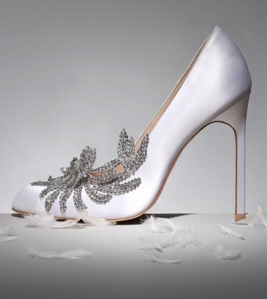 Big Sale White Satin Pumps Women Shoes Crystal Embellished Round Toe White Wedding Shoes Bride Slip-on Ladies Shoes With HeelBig Sale White Satin Pumps Women Shoes Crystal Embellished Round Toe White Wedding Shoes Bride Slip-on Ladies Shoes With Heel