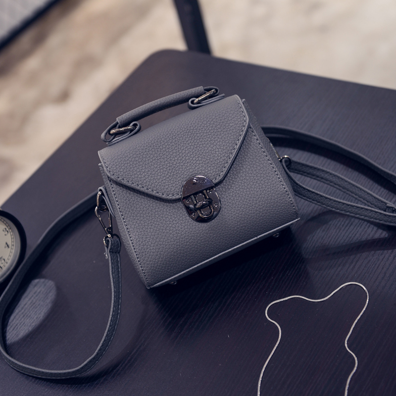 Free shipping, 2018 new woman fashion handbags, trend leisure messenger bag, simple Korean version women bag, retro mini flap.