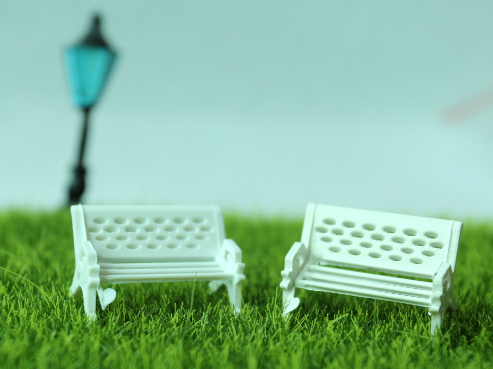 Mini White Chair Fairy Garden Ornament Decoration Micro Landscape Resin Bonsai Figurines Mini Garden Accessorie Decoration Craft