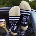 Vino personalizado calcetines Si Usted puede leer esto Traerme una Taza de Café Gris Calcetines de Rayas