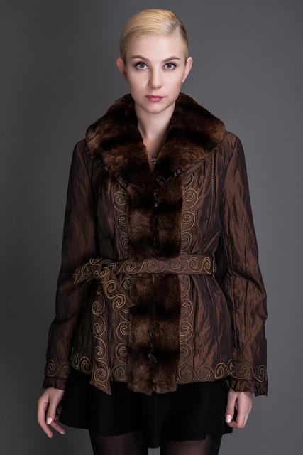 Basic editions marrón otoño invierno abrigo con cuello de piel de conejo de algodón de seda tejido metálico con cinturón cubierto button-7001d11