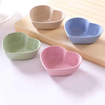 1pcs Cute Love Heart Shape Wheat Straw Bowl Vinegar Seasoning Solid Soybean Dish Sauce Salt Snack Small Plate Kitchen Supplies