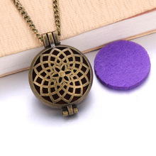 Vintage color Aroma Diffuser Necklace Perfume Essential Oil Diffuser flower Aromatherapy Locket Pendant Necklace fashion jewelry new aroma diffuser necklace open antique vintage lockets pendant perfume essential oil aromatherapy locket necklace with pads