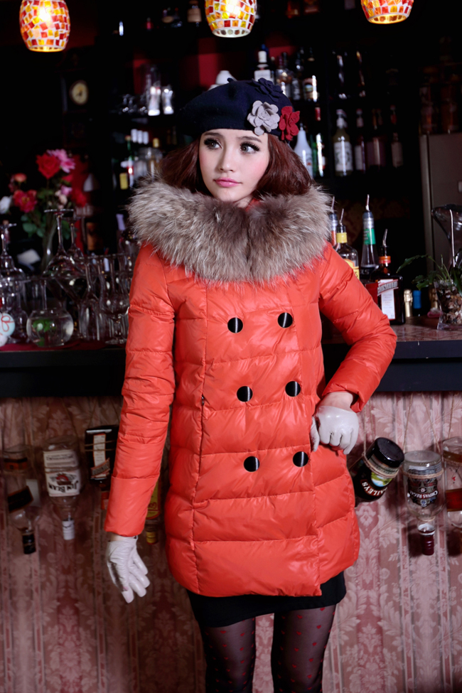 2013 New Korean Slim Double-Breasted Large Fur Collar Hooded Down Jacket Girls Long Slim Pleated Down Clothing Winter H1225