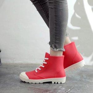 Image 1 - SWYIVY kobieta kalosze wysokie trampki jesień 2018 kobieta PVC moda Rainboots obuwie płaskie Lady Wellies kalosze 40