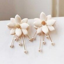 Nuevas plantas de moda de aleación de Zinc pendientes colgantes de perlas de pétalo dulces pendientes de flores para mujeres pendientes de gotas